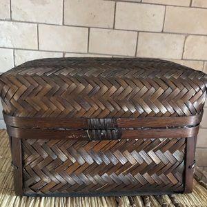 Rattan vintage Dark brown basket with lid